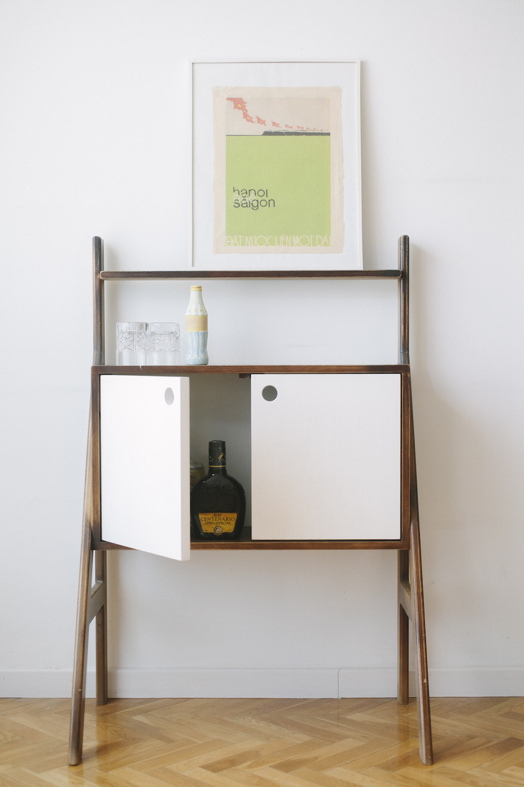 Mueble bar picapino for Mueble bar minimalista