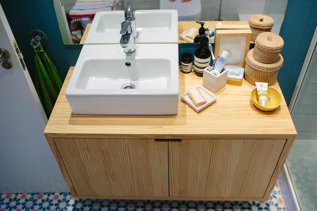 El ba o de natalia picapino for Mueble lavabo madera